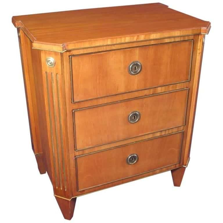 Gustavian - 19th-Century Gustavian Commode - Styylish