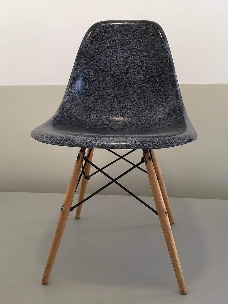 Charles_and_Ray_Eames_-_Bucket_chair_-_1950-1953_-_Boijmans_V_1680_KNV
