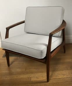 Mid century modern lounge chair- three quarter view- styylish