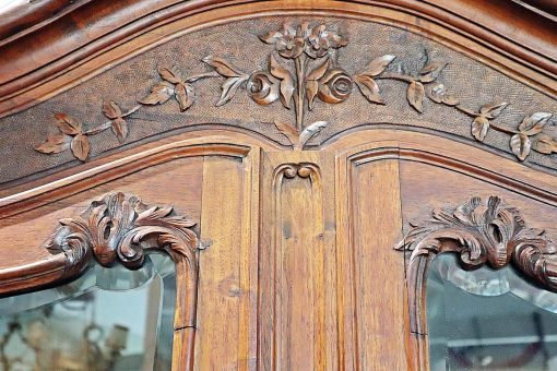 French Country Buffet- top of the doors with floral carving- styylish
